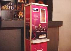 un distributore di condom femminili. Non in Italia