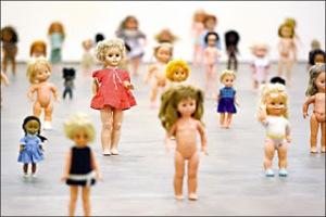 enews_zoe_leonard_-_dolls