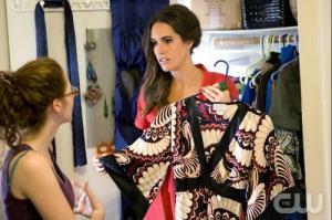 Louise sceglie gli abiti della Plain Jane