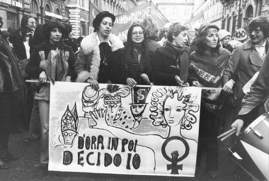 striscione-femminista-per-l-introduzione-della-194_313023